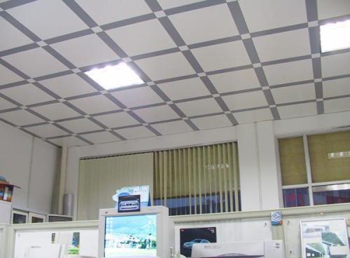 教室集成吊顶-铝扣板批发厂家就教教大家家居吊顶怎么拆