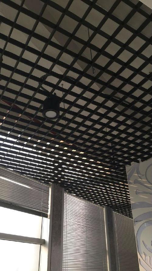 黑色铝扣板-黑色铝格栅天花的特点