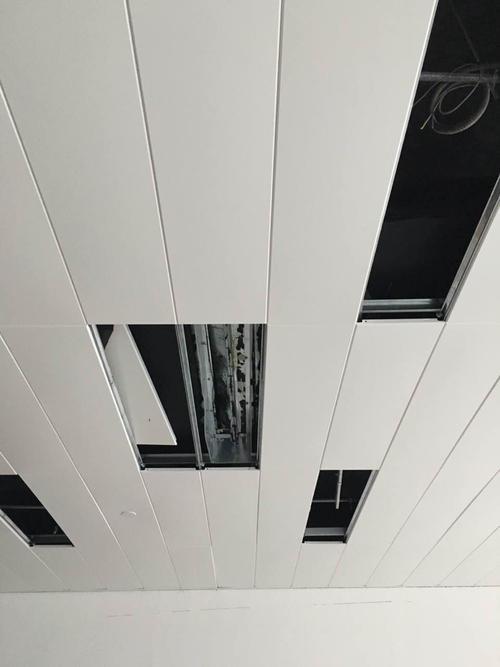 吊铝扣板吊顶多少钱一平方米-铝扣板一平方米多少钱