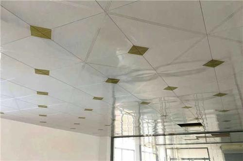哪个厂的铝扣板比较好-铝扣板和铝格栅吊顶那个比较好