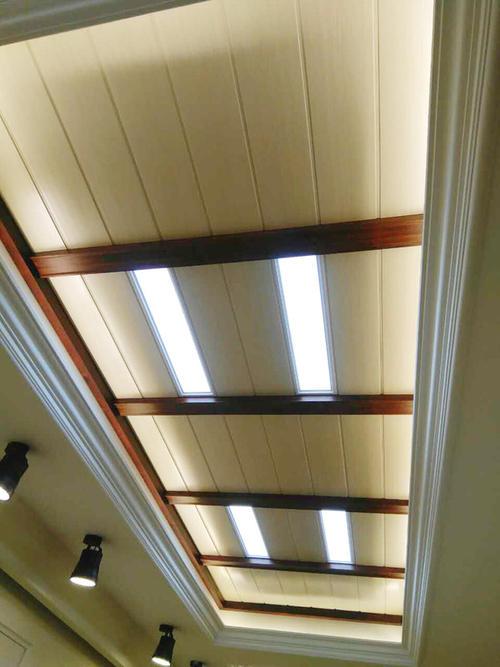 走道铝扣板吊顶效果图-教室铝扣板吊顶