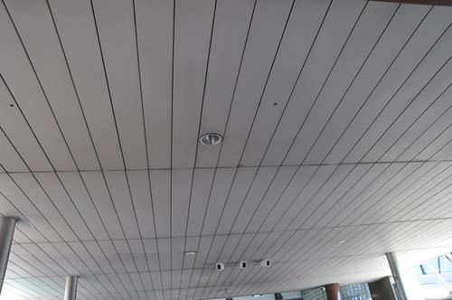 长形铝扣板吊顶图-机房铝扣板厂家带图教你机房吊顶天花怎么选