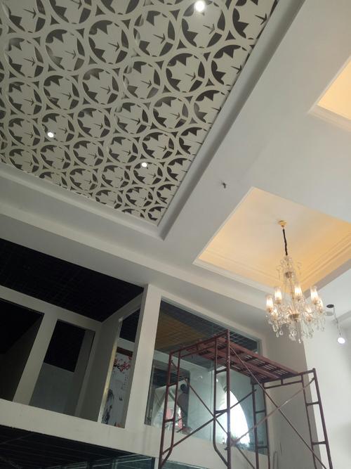 全屋铝扣板吊顶-客厅铝扣板吊顶厂家说客厅顶层隔温你可以这样做