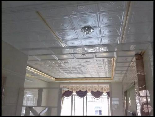 铝扣板客厅效果图-客厅铝蜂窝板吊顶实景图