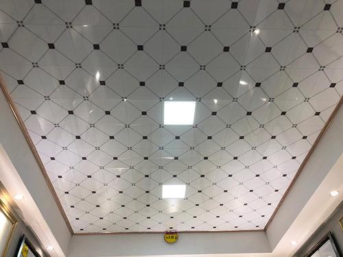 客厅房间集成吊顶-客厅铝扣板吊顶厂家来讲讲铝扣板集成吊顶的优缺点有哪些