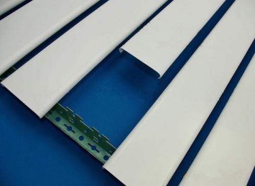 条形铝扣板常规尺寸-跟着工程铝扣板生产厂家看看幕墙铝单板规格尺寸-佛山美利龙