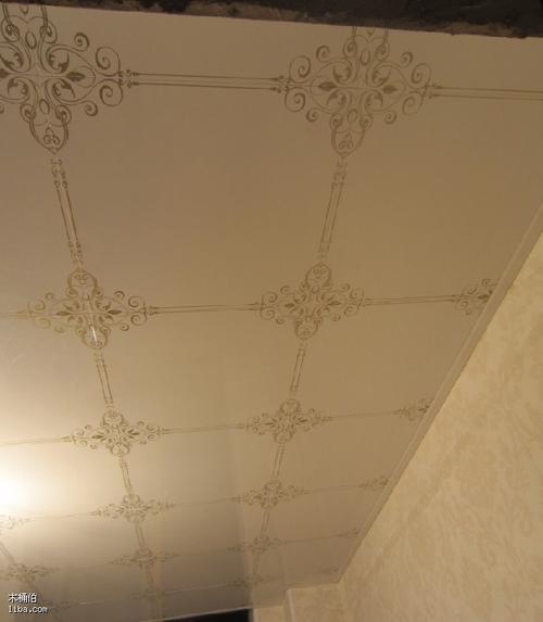 吊顶的铝扣板图案-现代简约风铝扣板吊顶效果图
