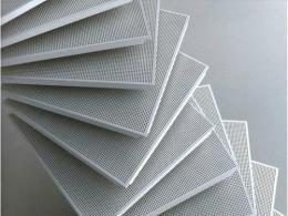 铝扣板铝料厂家-佛山铝天花厂家讲滚涂铝扣板的特点