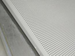 吸音铝天花-吸音铝扣板吊顶要做到什么才能称之为吸音