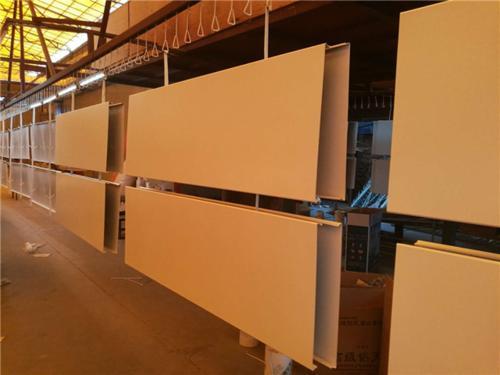 工装铝扣板生产厂家之:加油站铝扣板吊顶的优点!-佛山美利龙