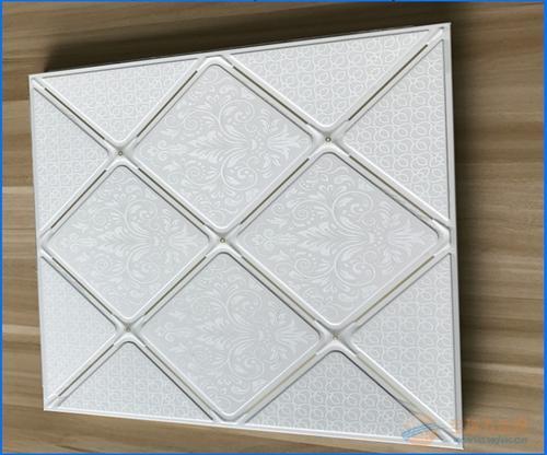 卫生铝扣板吊顶-卫生间吊顶长铝扣板-铝扣板吊顶卫生间图